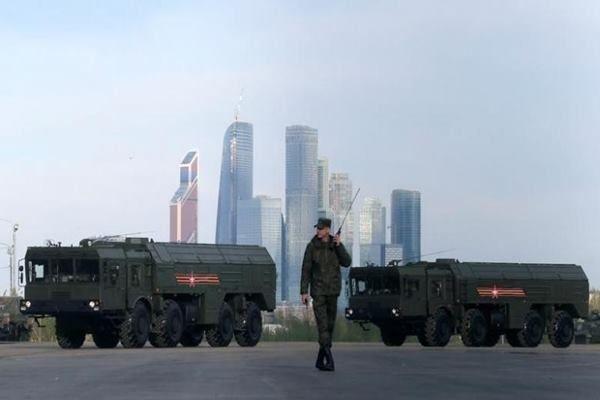 Unjuk kekuatan terbaru Rusia, yang sudah melakukan latihan militer rutin sejak hubungan dengan Barat renggang pada 2014 terkait Ukraina, dilakukan saat ketegangan meningkat dalam beberapa hari...