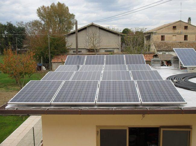 Impianto fotovoltaico a CAMERATA PICENA da 4,16 kWp su tetto piano - 16 moduli ALEO in SILICIO POLICRISTALLINO da 260 Wp - UTILIZZO di OTTIMIZZATORI di POTENZA (SOLAREDGE)