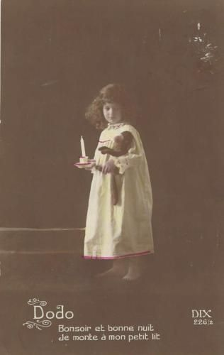 LITTLE-GIRL-IN-HER-NIGHT-CLOTHES-HOLDING-TOY-MONKEY-VINTAGE-POSTCARD