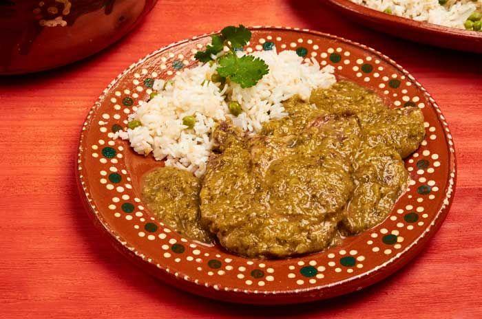 Chuletas de Puerco en Salsa Verde Pork chops and salsa verde is a great combination. This is homecooking at its best. It