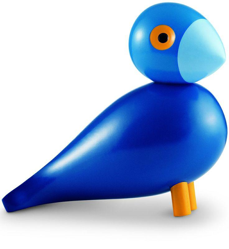 Kay. Dette er fuglen som skal symbolisere sig selv. Grunden til at den er helt blå, er fordi Kay elskede blå og havde altid noget blåt på.