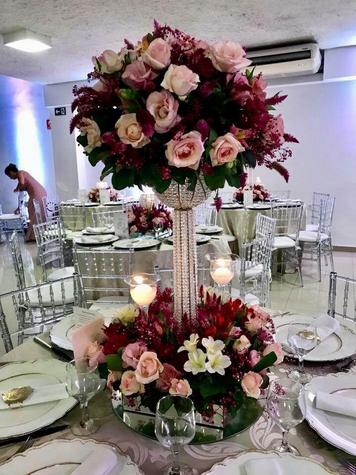 Arranjo Mesa Dos Convidados Com Flores Rosa E Marsala Decoracao