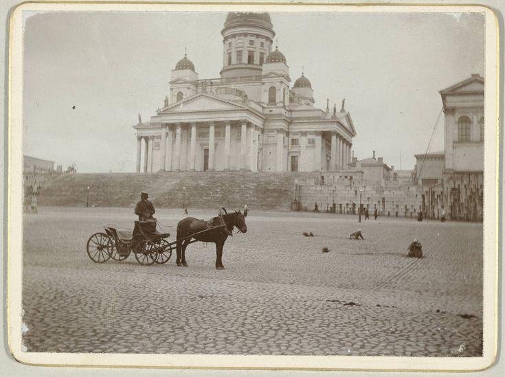 Helsinki, Finland. (Huom! Kuvan täytyy olla ennen vuotta 1894, koska Aleksanteri II patsas puuttuu.)