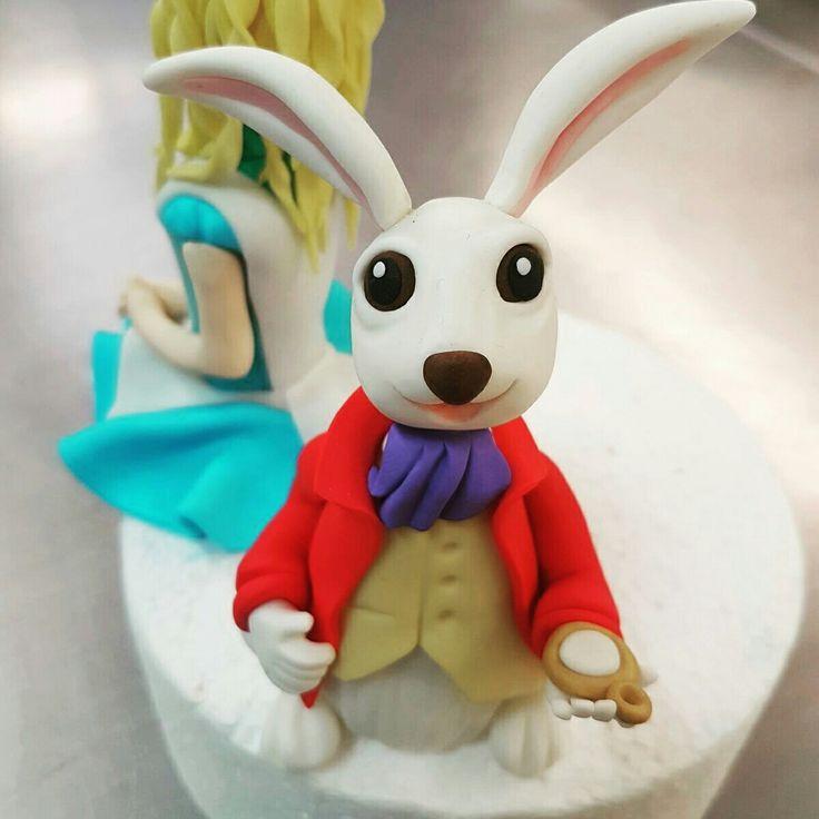 White Rabbit Marzipan figure #whiterabbit #aliceinwonderland #themedcakes #marzipanfigres #madhatter #toppers #teaparty #familycakes