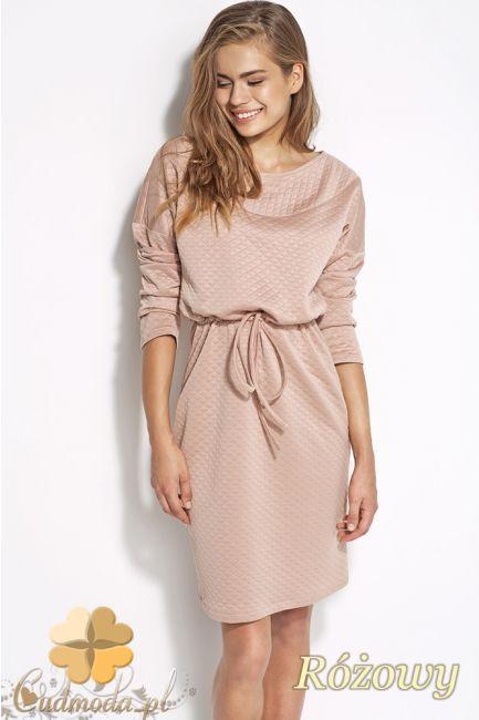 Sukienka pikowana z krótkimi rękawami i dopasowaną górą.  #cudmoda #moda #styl #ubrania #clothes #dresses #sukienki