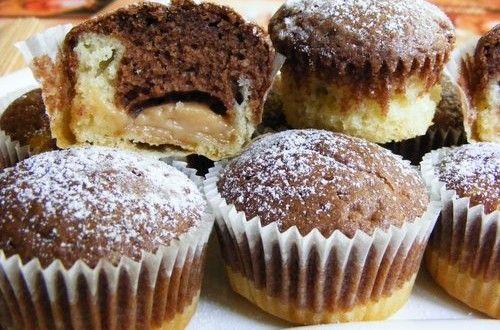 Pudinggal töltött fekete-fehér muffin | Receptkirály.hu