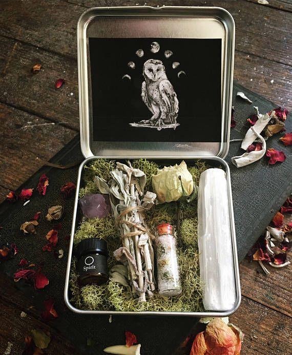 Divination autel Kit de voyage ~ petite poche étain ~ huile d'onction, bavures, sélénite Stick Cristal Améthyste, herbes sel ~ rituel rituel Kit psychique