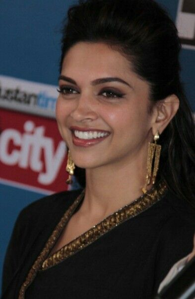 Deepika.... keep smiling. ..