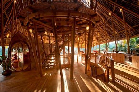 Schau Dir dieses großartige Inserat bei Airbnb an: Stunning All Bamboo House by River - Häuser zur Miete in Abiansemal: bamboo house, bali bamboo house, bali bamboo village