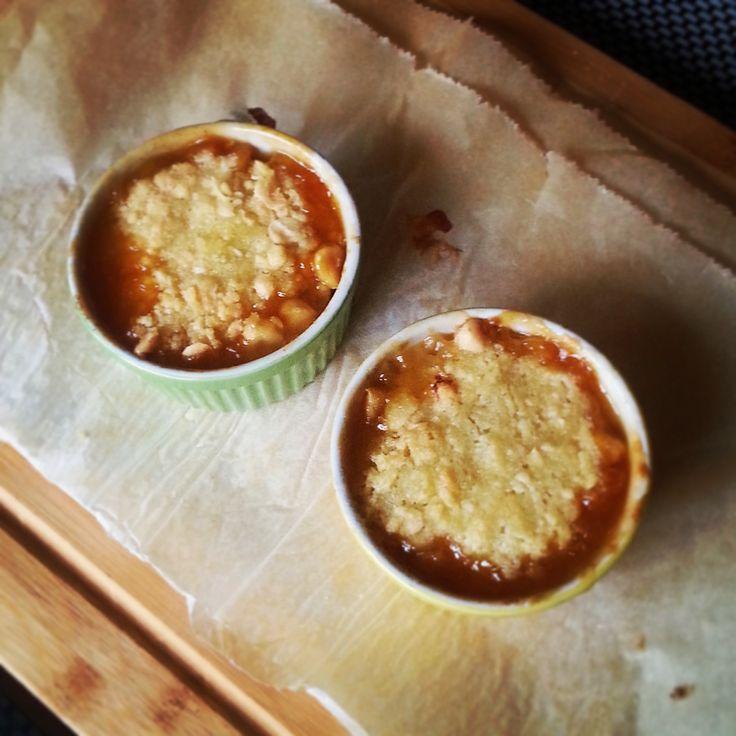 Appel-peren crumble met crunchy hazelnoten, een heerlijk toetje met dit koude weer!