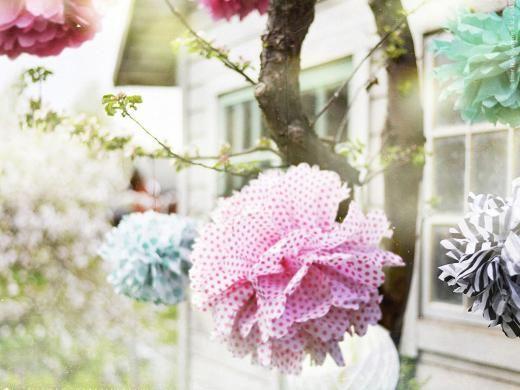 Pompombollar är både lätt och roligt att göra av silkespappret FRAMSTÄLLA.