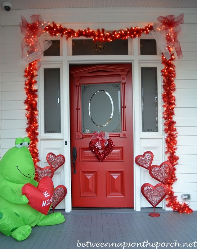 Porch Decorated For Valentine S Day