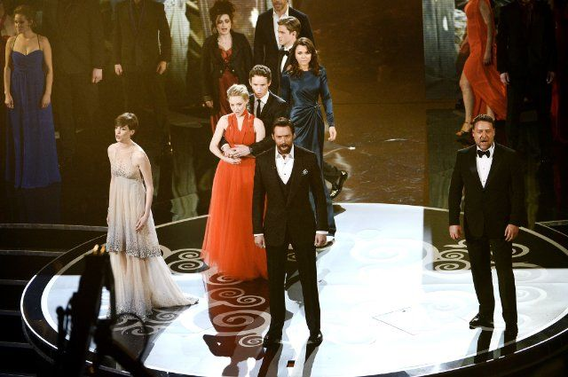 Anne Hathaway, Helena Bonham Carter, Sasha Baron Cohen, Amanda Seyfried, Eddie Redmayne, Samantha Banks, Hugh Jackman and Russell Crowe,