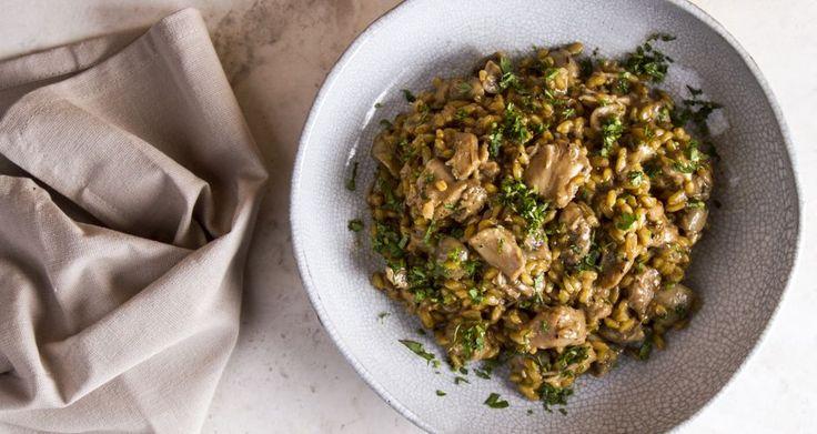 Σταρότο με κοτόπουλο και μανιτάρια από τον Άκη Πετρετζίκη. Μία εύκολη και υγιεινή πρόταση για γεύμα με λίγα λιπαρά, ιδανικό για όσους θέλουν να τρέφονται σωστά