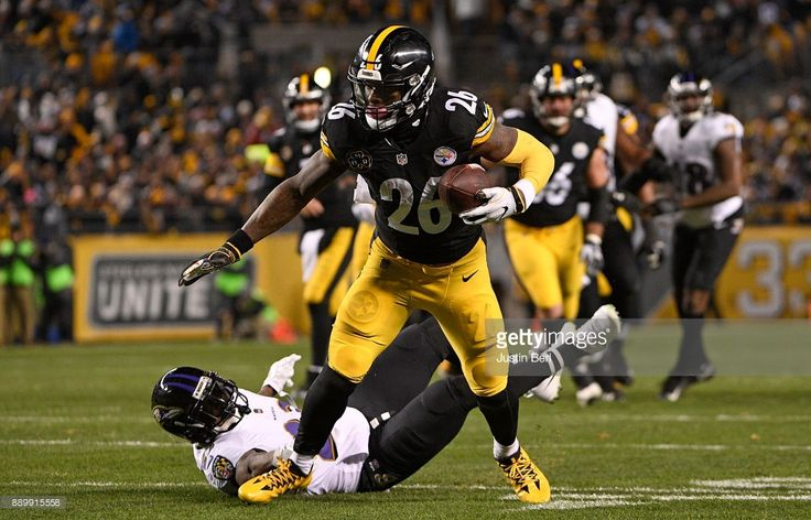 News Photo : Le'Veon Bell of the Pittsburgh Steelers runs...