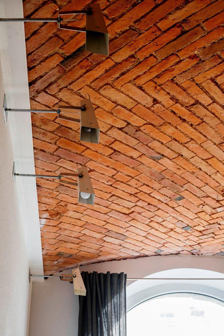 Кирпичный потолок в стиле лофт, фото