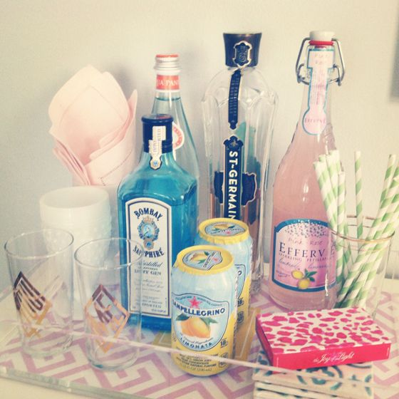 Such a pretty and light bar cart set up: 21 Birthday Gifts, Girly Bar, Ideas, Bar Trays, Apartment, Home Bar, Bar Carts, Drinks, Love Letters