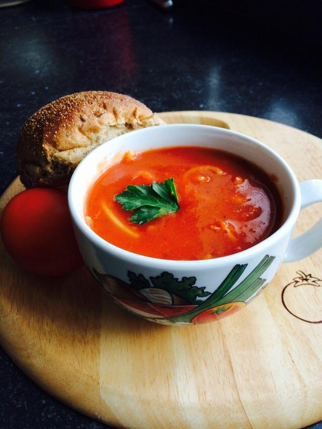 Trek in een lekker soepje? Deze tomatensoep met kip is echt een aanrader!