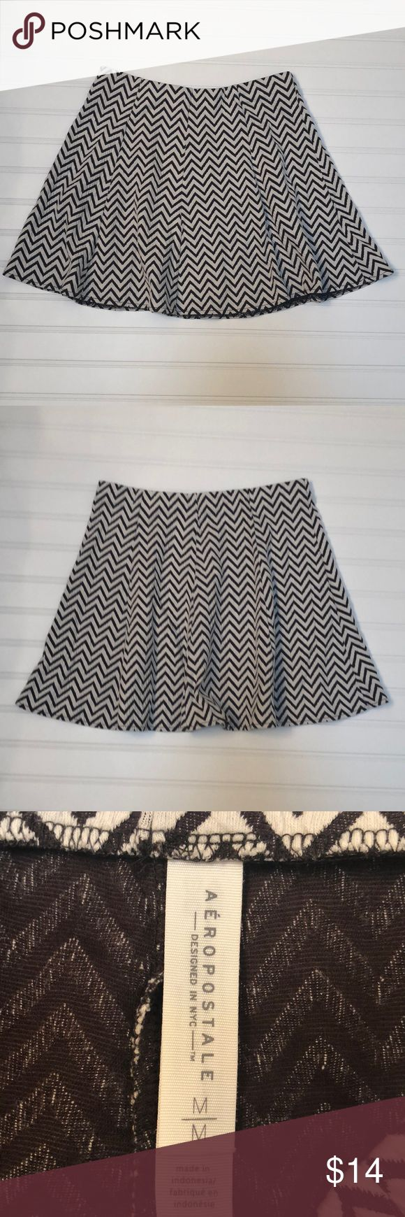 Aeropostale Zig Zag Brown Mini Skirt Size Medium Brown and white zig zag knit fabric Excellent condition Super comfortable Elastic waistband Skirt is 15 inches long Elasti Waistband laid flat: 14 inches, 28 inches around with lots more room to stretch Flared at bottom a bit with seaming 1016531 Aeropostale Skirts Mini