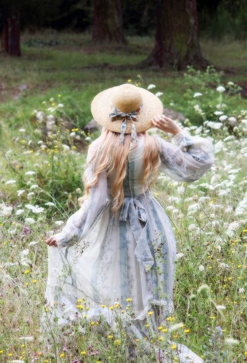 The Enchanted Storybook ~~~~~~~~~~~~~~