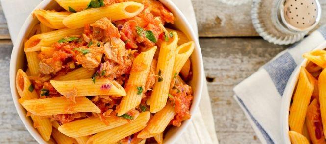 Echt een waanzinnig lekker pastarecept ! Kaneel in de pasta doet het bijzonder goed bij de frisse citroen en de tonijn.