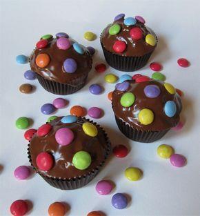 Schoko Muffins mit Smarties | Chocolate Muffins with Smarties | süß und cremig - Foodblog