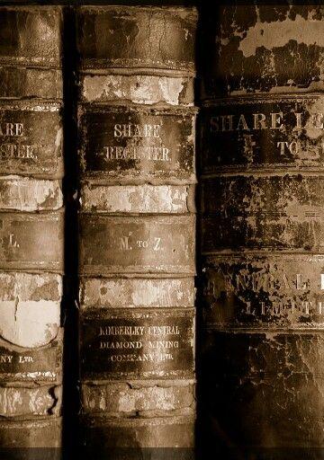Antieke boeken in sepia