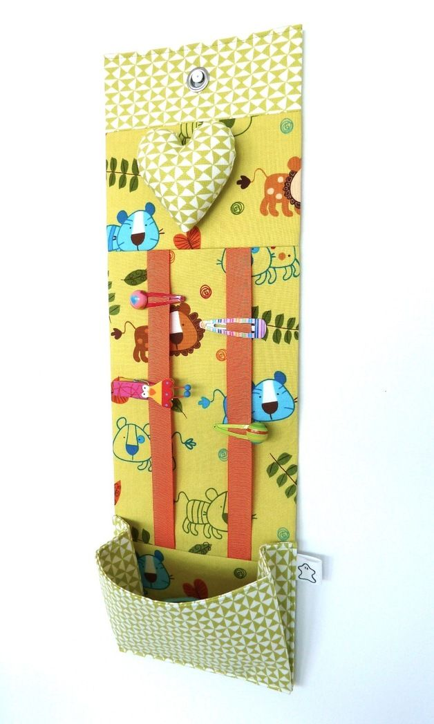 Keep your hair accessories tidy and at hand with this useful hairclip organizer while adding a bit of color and design to your room. Surprise your friends with an original gift, ideal for a one of...