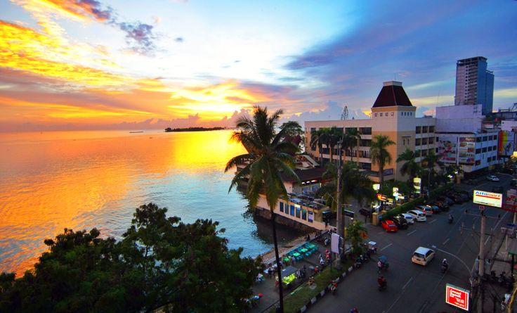 Sunset Pantai Losari Kota Makassar, Sulawesi Selatan, Indonesia