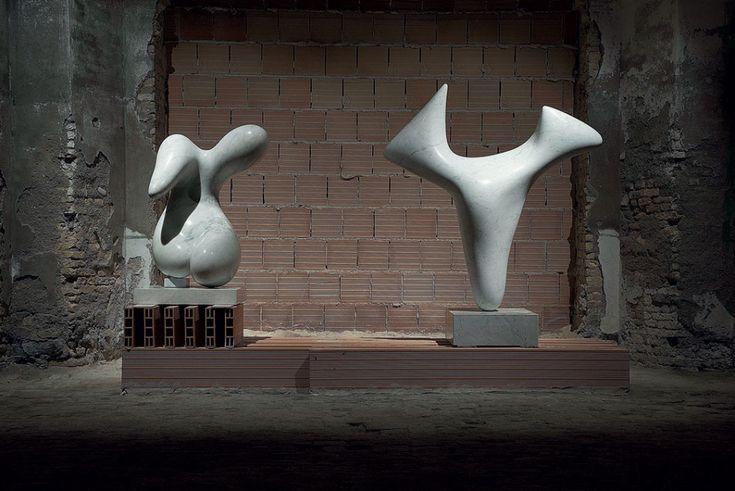 Alberto Viani, Torso femminile, marmo di Carrara, 1951 e Alberto Viani, Torso maschile, (Pastore dell'Essere), marmo di Carrara, 1963