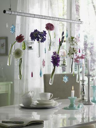 Frühlingsfrisch dekorieren - Reagenzglaeser-mit-Blumen1