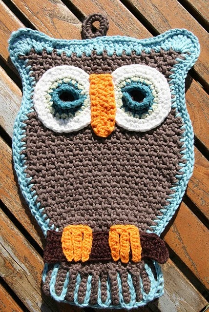 owl potholder instructions here: http://www.freevintagecrochet.com/potholder-pattern/lily59/owl