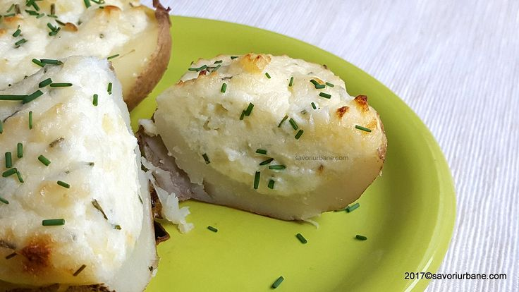 reteta cartofi copti cu branza si smantana la cuptor