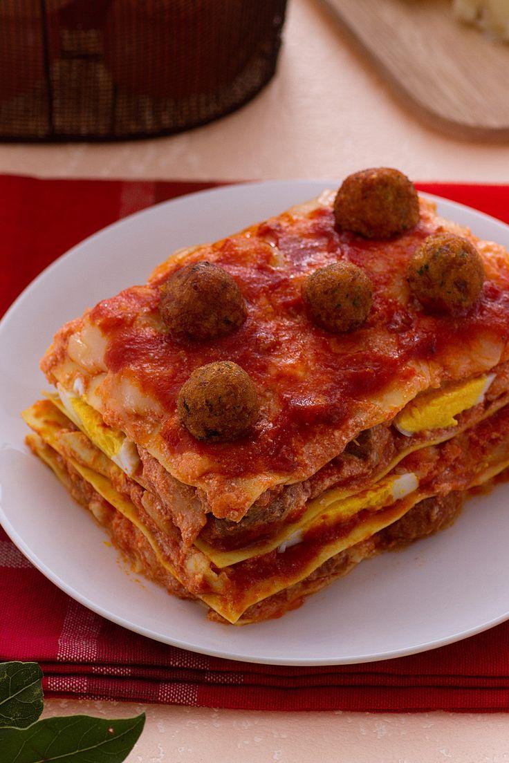 Lasagne di Carnevale: un primo ricco e gustoso. Si prepara il Martedì o il Giovedì grasso!  [Carnival meatballs and tomato sauce lasagna]