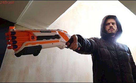 GUERRA DE NERF EM CASA - Nerf Rough Cut 2x4 Shotgun Escopeta