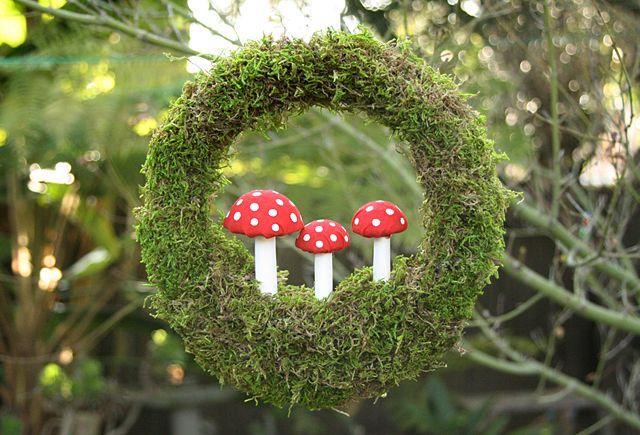 DIY: Moss Toadstool Wreath