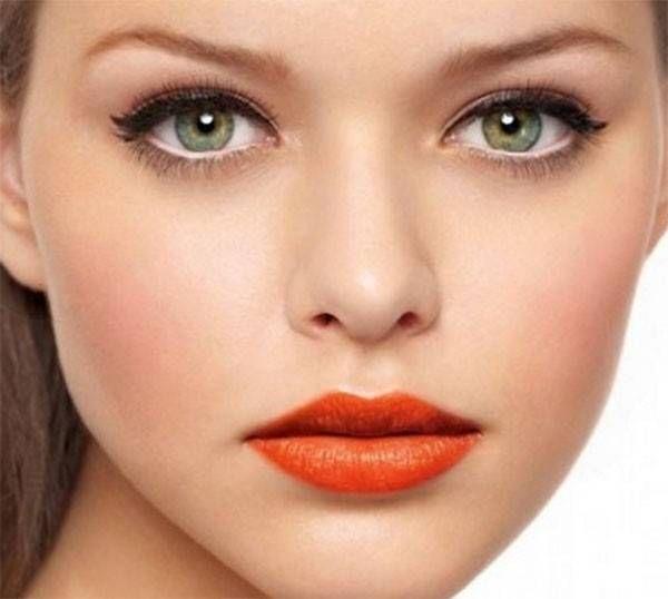 Un trucco per rendere gli occhi più grandi. www.profumissimaonline.com