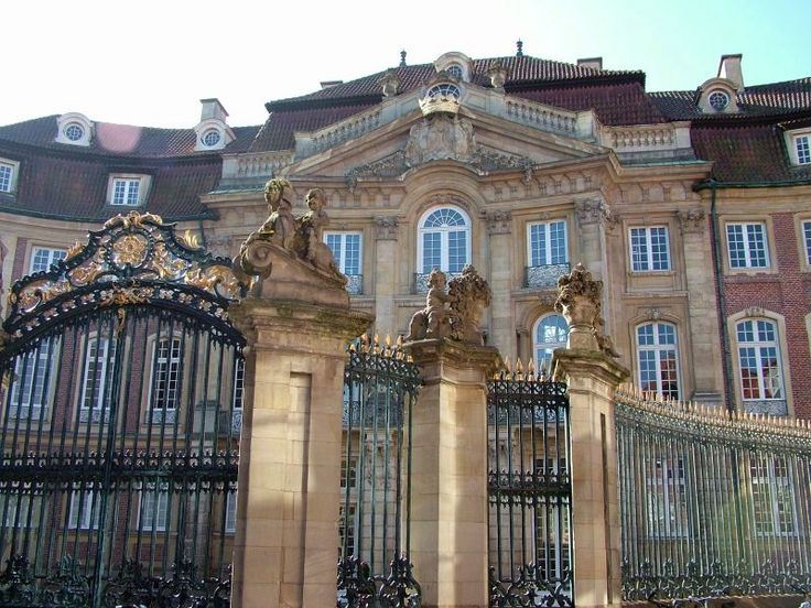 New Do you know what this beautiful baroque building in Muenster is called