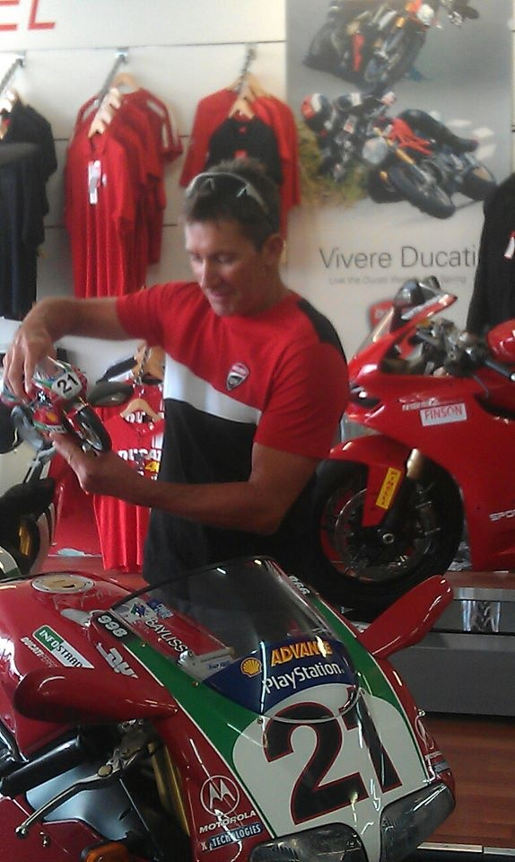 meeting the legendary Troy Bayliss! he is so down to earth and gorgeous >.< squeeeee