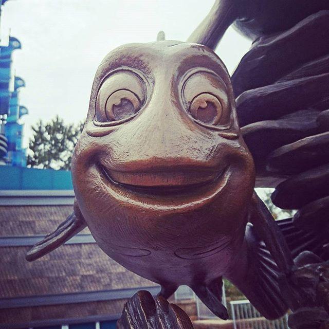 シーライダー動いてたー!  乗りたかったけど  時間なくて素通り😭💔  .  なんだったのかなぁ??  .  そしてどこから見ても  この顔である😆💦  これマーリン??  .  #FindingNemo #FindingDory #NemoAndFriendsSeaRider #TokyoDISNEYsea #tokyoDISNEYresort