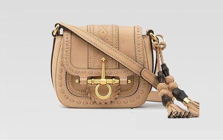 Gaya etnik juga sering muncul di tas-tas vintage. Cocok untuk acara santai/