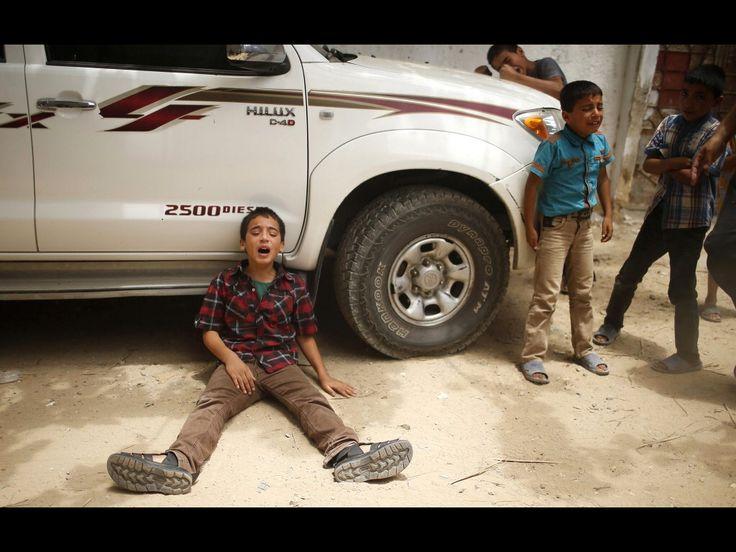 Huilende kinderen na het overlijden van hun vader door Israëlische bombardementen. Palestina, Gaza