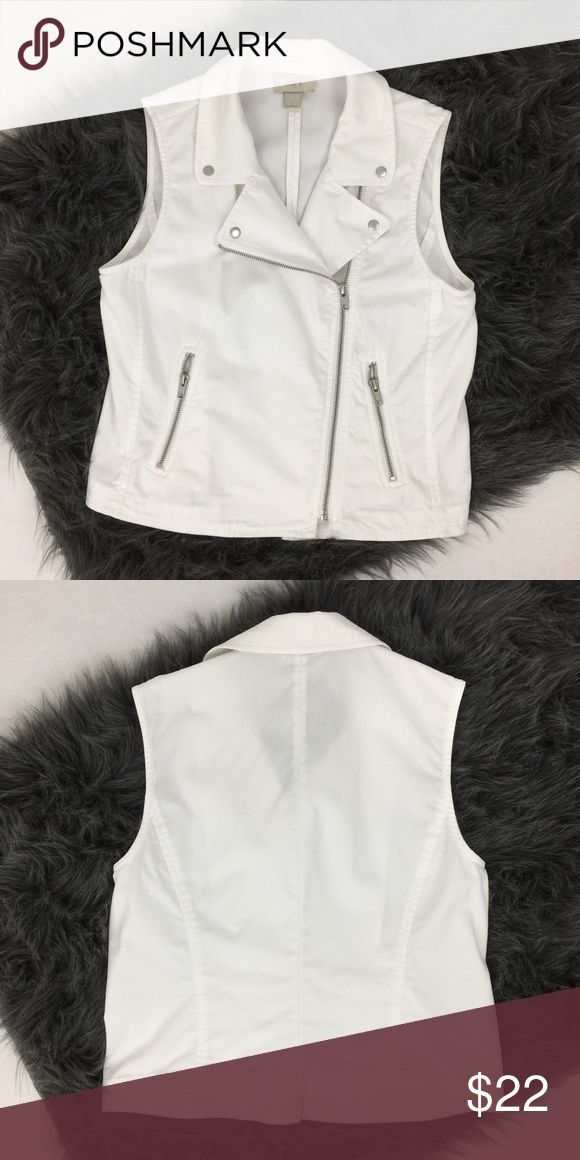 LOFT >> White Moro Vest Stylish, white moto/biker vest from LOFT. Comfortable Cotton, zipper front. Collar snaps down so it doesn't flop. Front zipper pockets. Pair with distressed jeans and converse! Bust 35in, Length 21in. 100% Cotton. Perfect condition! LOFT Jackets & Coats Vests