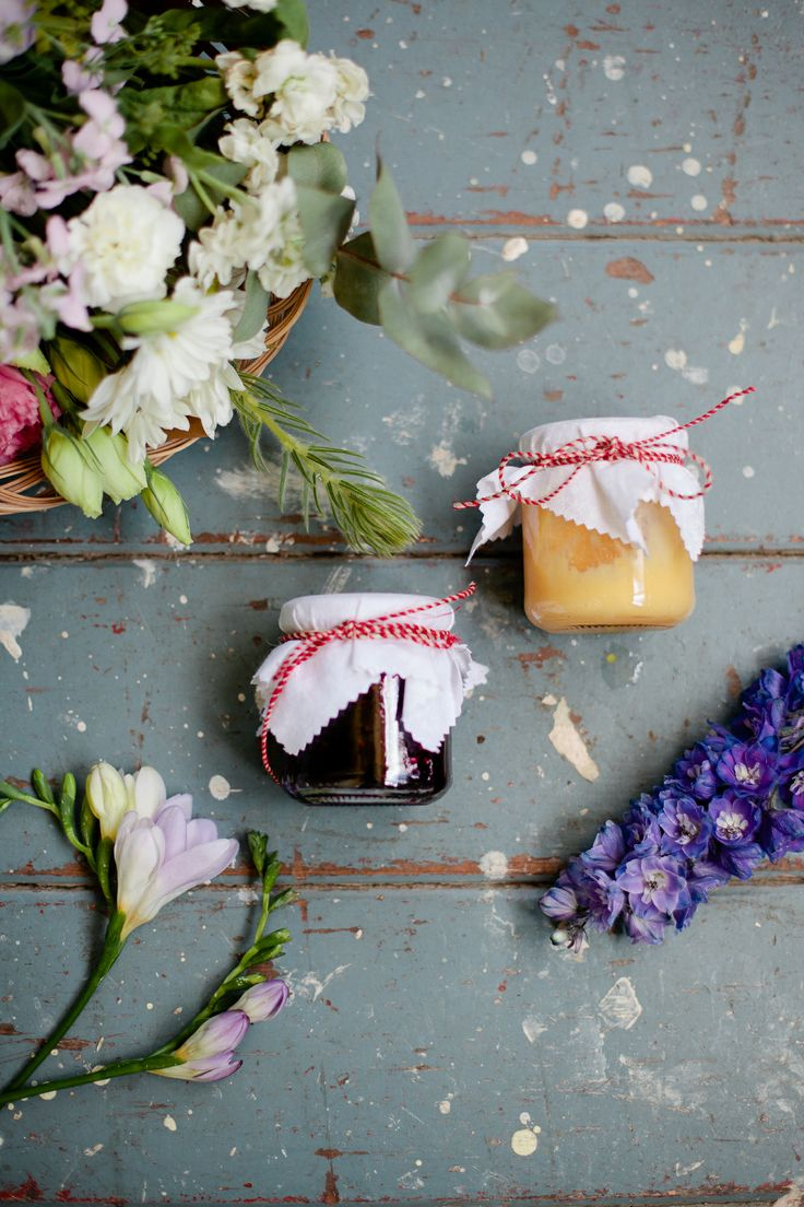 Flowers and Jam. Nonas Homemade Cakes and Rosie's Wildflowers. Photo by Wildwood x