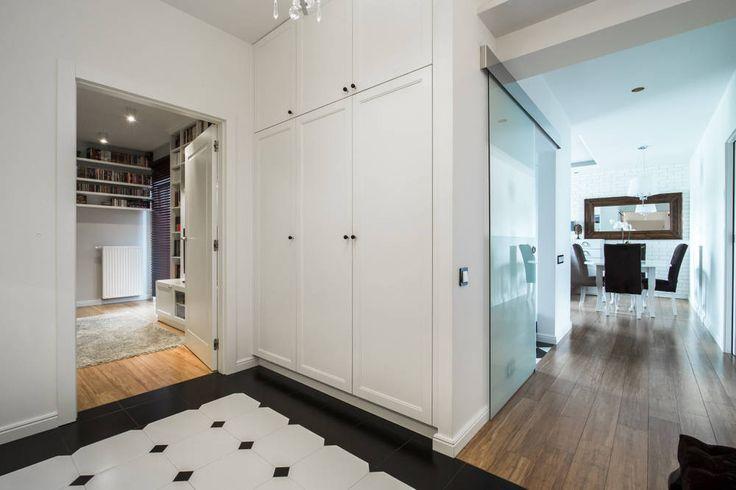 Warszawa - mieszkanie z nutką klasyki: styl Klasyczny, w kategorii Korytarz, przedpokój i schody zaprojektowany przez Art of home