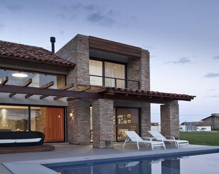 Casa de teja contemporanea buscar con google for Fotos de casas modernas con techo de tejas