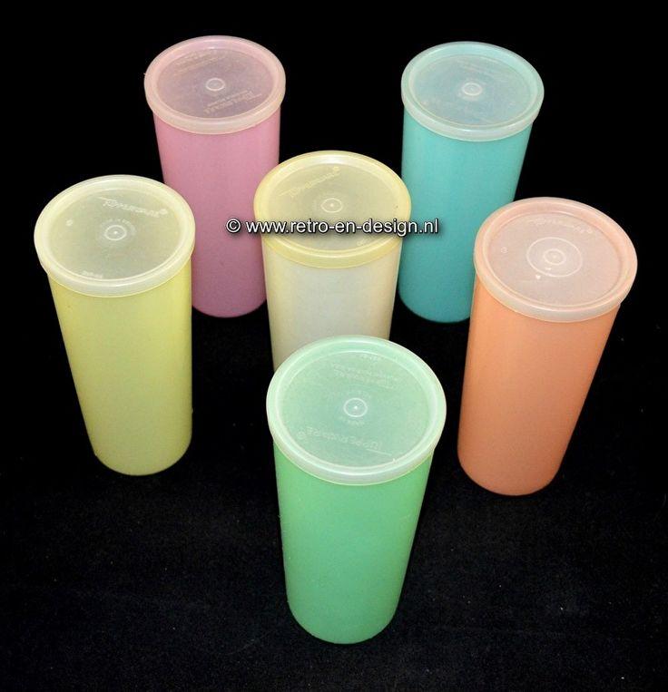 Vintage Tupperware Longdrinks of Sorbetbekers 16,5 cm. De grootste bekers uit de Tupperware serie. Goed voor een halve liter drinkgenot. Voor frisdrank en uitermate geschikt voor een heerlijke sorbet. Tijdloos design en een mooie aanwinst voor in de retro keuken. Complete set van zes bekers met deksels en in de bekende pasteltinten. zie: http://www.retro-en-design.nl/a-43441087/tupperware/vintage-tupperware-longdrinks-of-sorbetbekers-16-5-cm/