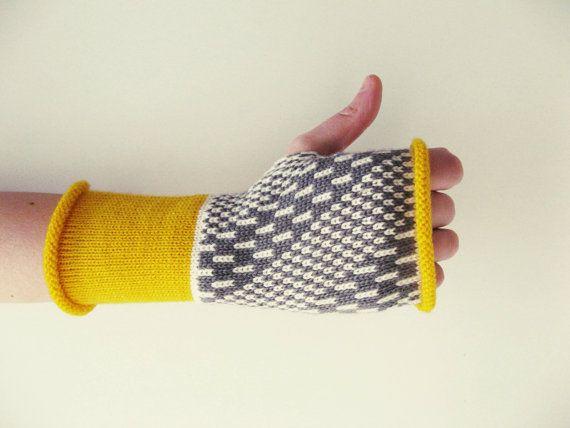 SALDI -- guanti senza dita, manicotti a maglia, muffole senza dita, scaldapolsi lana, disegno geometrico, giallo bianco grigio PEZZO UNICO