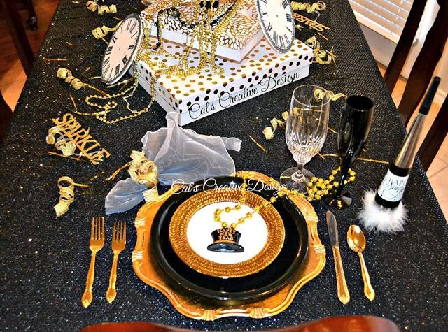 New years table cat 39 s holiday home decor my door for New home decoration items