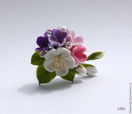 Купить или заказать Колечко с цветами 'Любимой' в интернет-магазине на Ярмарке Мастеров. красивое колечко с букетиком цветов, стразами Сваровски и прозрачными капельками. Стразы и капельки добавляют особую романтичность и на солнышке очень красиво подмигивают. ------ к колечку можно сделать сережки. ------- изделие требует бережной носки, поэтому для повседневной жизни не очень удобно, рекомендую например для фотосессий, либо же для дополнения образа невесты.…